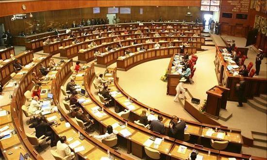 Asamblea Nacional revisa reglas para juicios políticos.