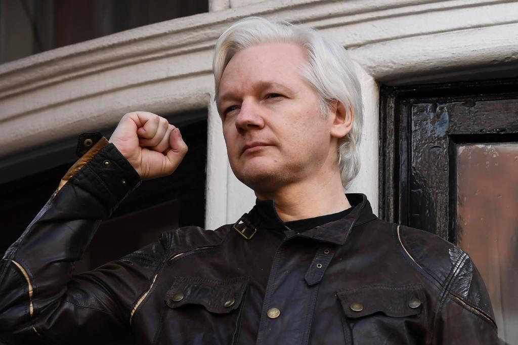 Operación secreta de Rusia para sacar a Assange del Reino Unido.