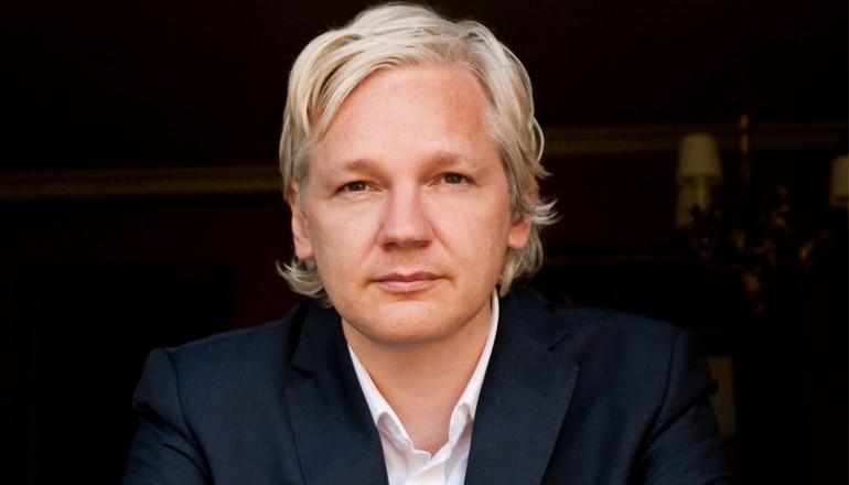 Assange goza parcialmente de internet.