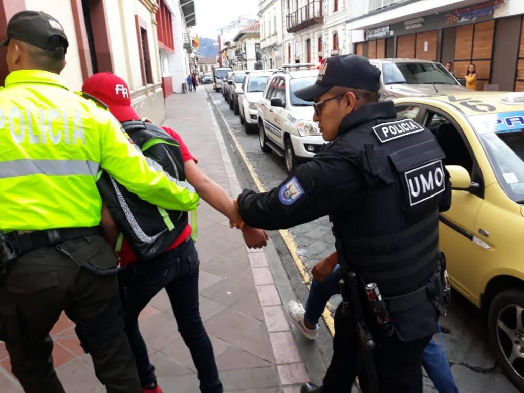 Tres personas detenidas tras ataque con huevo al Presidente Moreno.