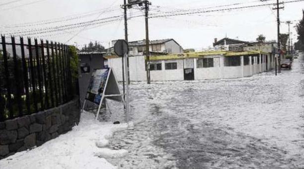 Fuertes lluvias sorprenden a Quito.