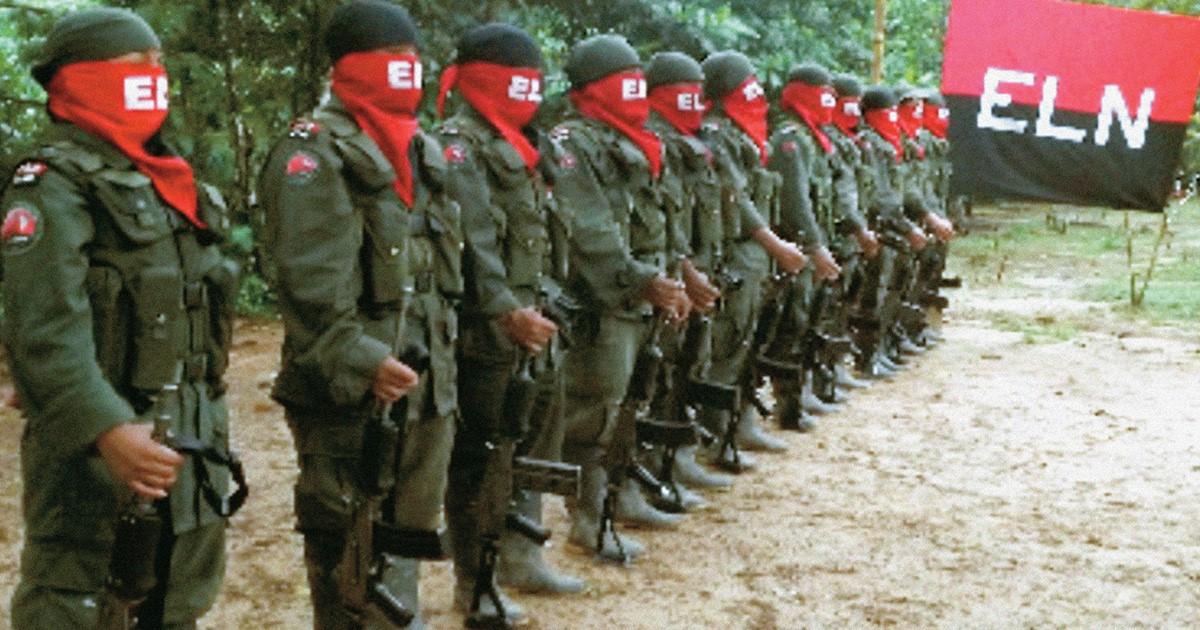 Político colombiano mantiene nexos con último grupo guerrillero.