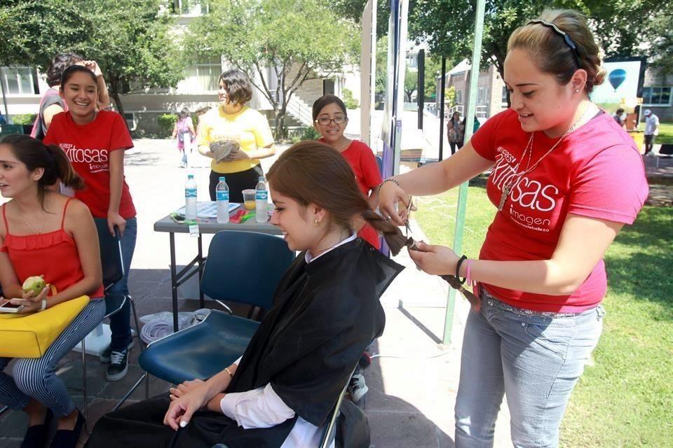 Estudiantes de El Carmen inician campaña para donación de cabello.