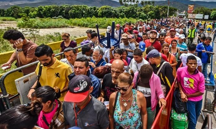 Tres millones de venezolanos refugiados en países vecinos.