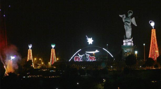 Se enciende la Navidad en Quito.