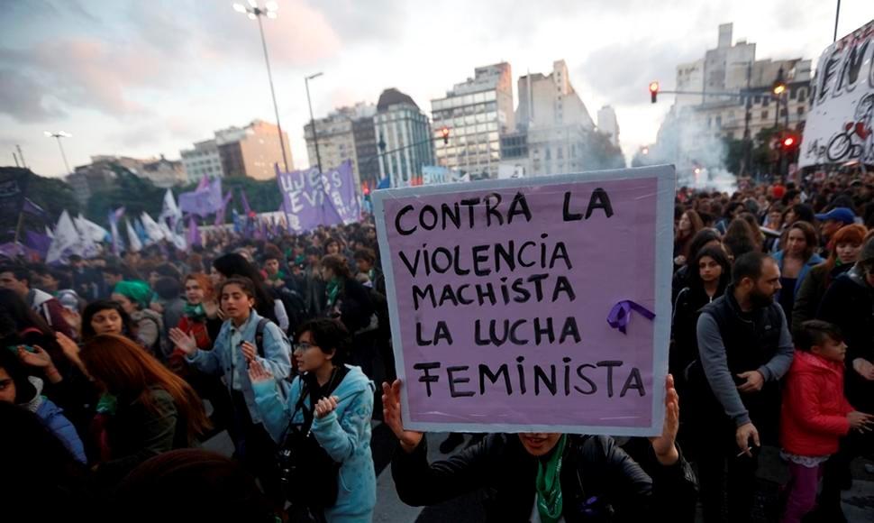 MARCHA EN CONTRA DE LA VIOLENCIA DE GÉNERO TERMINÓ CON ENFRENTAMIENTOS.