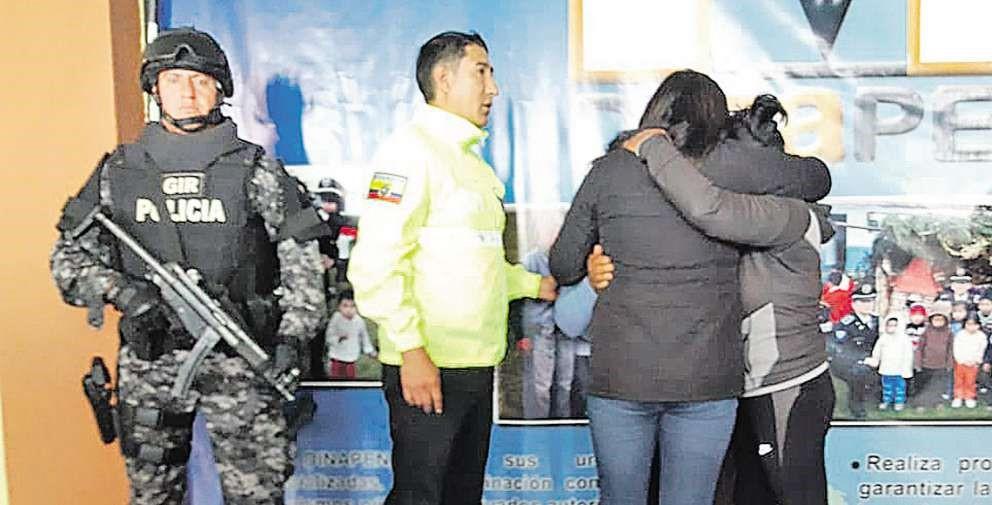 Joven de 18 años regresa a casa junto a su hija luego de secuestro.