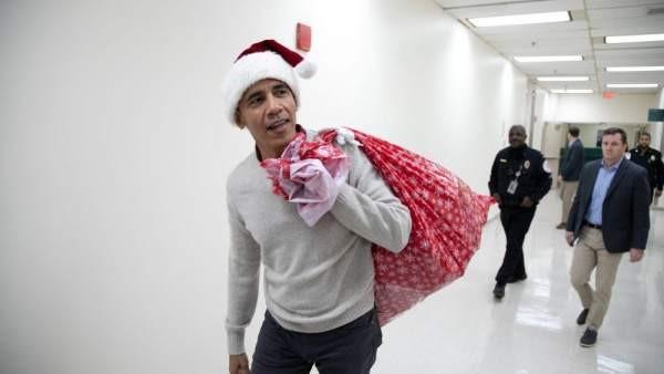 Obama visita hospital infantil en Washington.