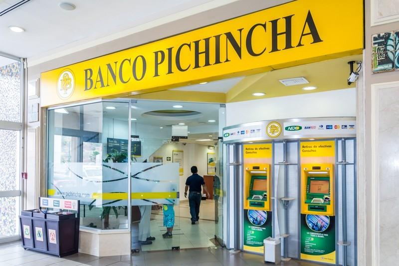 Se investiga robo de agencia bancaria en Manta.