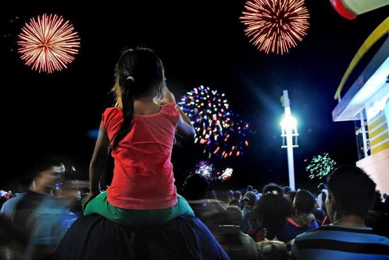 LOS ECUATORIANOS SE PREPARAN PARA RECIBIR EL NUEVO AÑO CON COSTUMBRES TRADICIONALES.