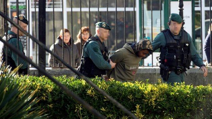 ECUATORIANO ES LLEVADO A PRISIÓN EN ESPAÑA TRAS COMERTER FEMICIDIO.
