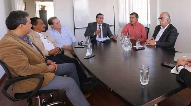 TRANSPORTISTAS SE ALEJAN DE LOS PAROS Y PREFIEREN LAS NEGOCIACIONES POLÍTICAS.