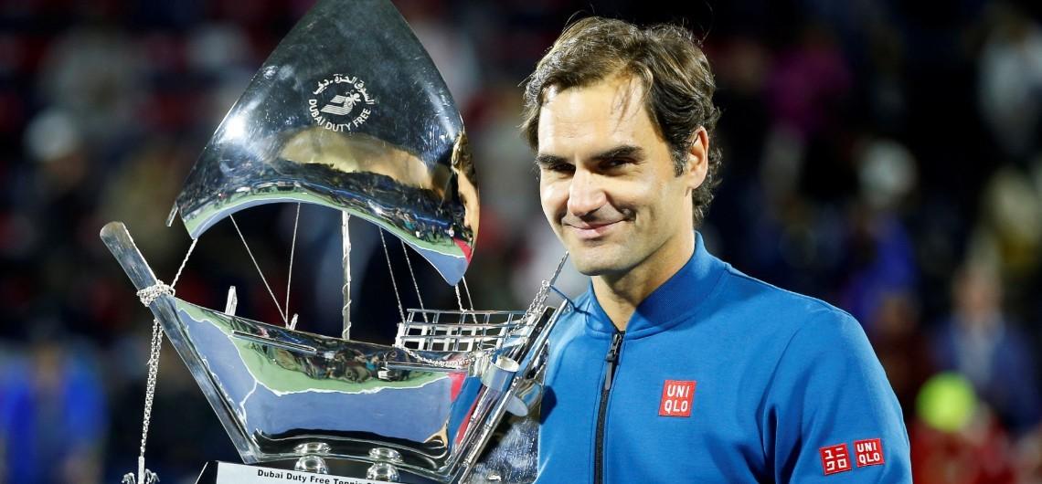 Roger Federer alza su trofeo número 100 y amplía su grandeza.