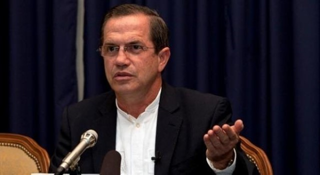 Ricardo Patiño abandona el país luego de que una jueza negara su detención