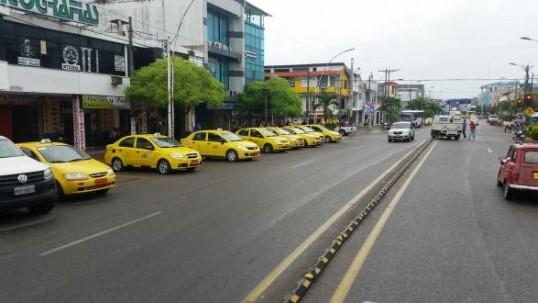 Taxista devuelve USD 5 000 a una usuaria