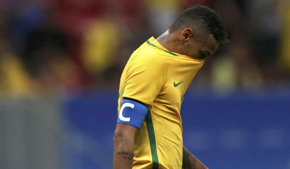 Dani Alves es el nuevo capitán de la selección brasilera.