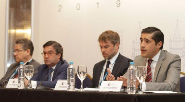 Ecuador y BID anuncian la firma de préstamos por USD 631 millones en la Asamblea Anual