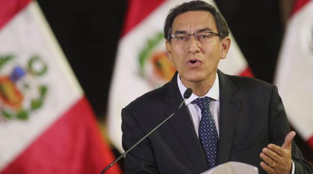 El disuelto Congreso de Perú vota suspender a Vizcarra y nombra a presidenta interina