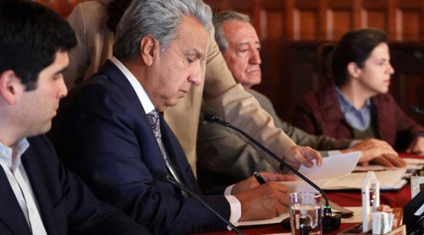 Lenín Moreno deroga el Decreto 883 que eliminaba el subsidio a los combustibles