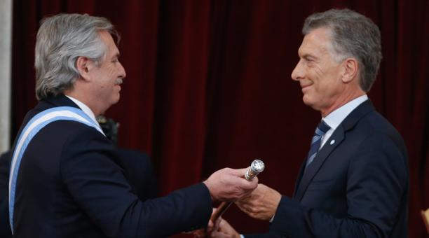 Alberto Fernández asume como presidente de Argentina; Rafael Correa asiste al cambio de mando