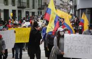 Alcaldes llegan a la Plaza Grande pese al resguardo policial; piden ser recibidos por representantes del Gobierno