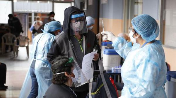 Vacunación irregular sigue en Quito; Guayaquil pide más dosis