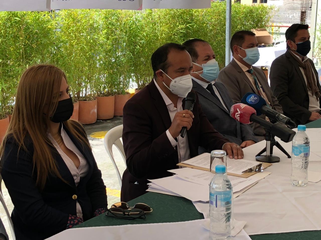 Transportistas de Quito anuncian que suspenderán su servicio el lunes 10 de mayo por el incremento mensual del precio de los combustibles