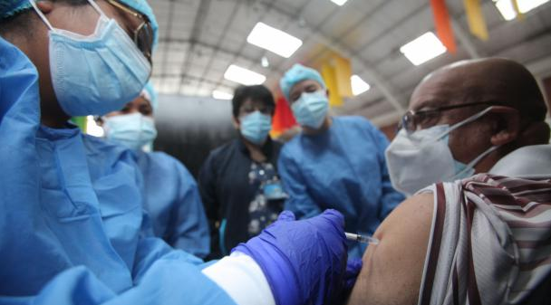 25 universidades apoyan en la vacunación contra covid-19; se espera la llegada de más dosis para avanzar